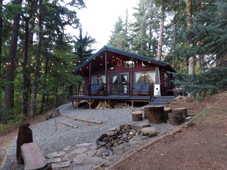 960 sq. ft. creek-side log cabin in Hood River, Oregon :: Perfect Getaway...