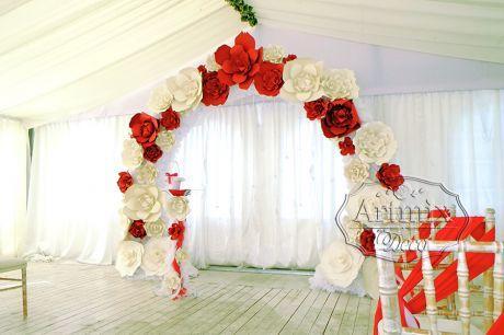 Гранатовая свадебная церемония с большими цветами