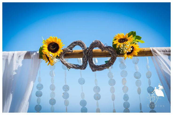 Lovely decor for a wedding arch!