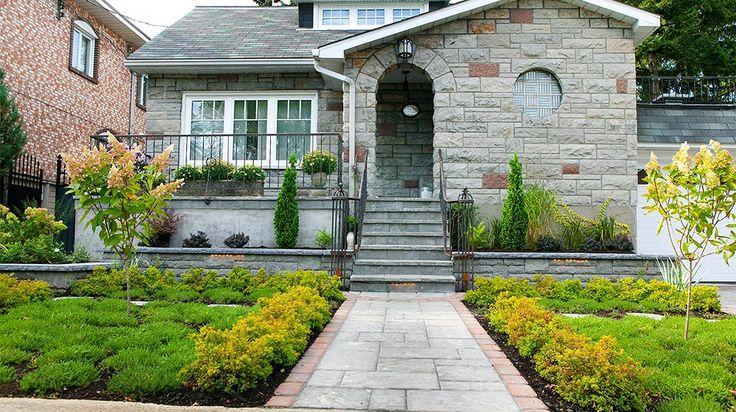 Am nagement paysager d 39 une fa ade de maison c t jardin for Amenagement jardin facade maison