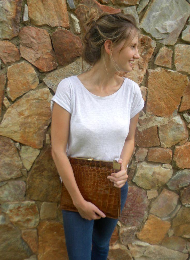 how to wear a vintage handbag