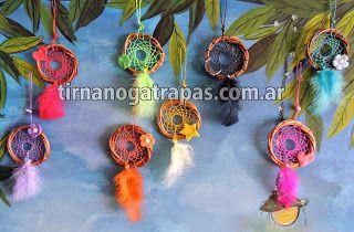 Atrapasueños mini con decó  en porcelana fría: flor, trébol, estrella, luna, inicial, etc. www.tirnanogatrapas.com.ar