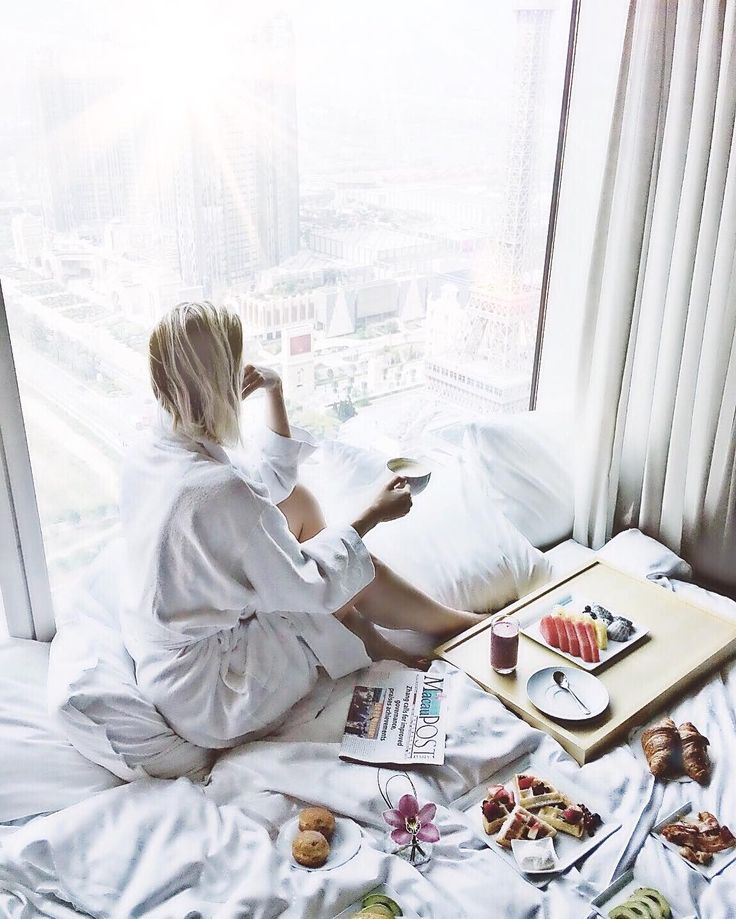 """""""Loving the views and sweet suite at the @sheratongrandmacao"""" @jo_lorenz takes it all and mentally writing a how-to-relaxation guide for her fellow manic moms! https://phlanx.com   #travelblogger #wanderlust #worldtravelbook #wonderful_places #vsco #wearetravelgirls #girlsmeetglobe #mumlife #mummylife  #mommyblogger #mummyblogger"""