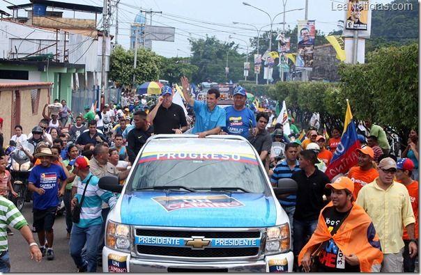 Capriles Radonski: No ms franelas de un color para exigir nuestros derechos - http://www.leanoticias.com/2012/09/18/capriles-radonski-no-ms-franelas-de-un-color-para-exigir-nuestros-derechos/