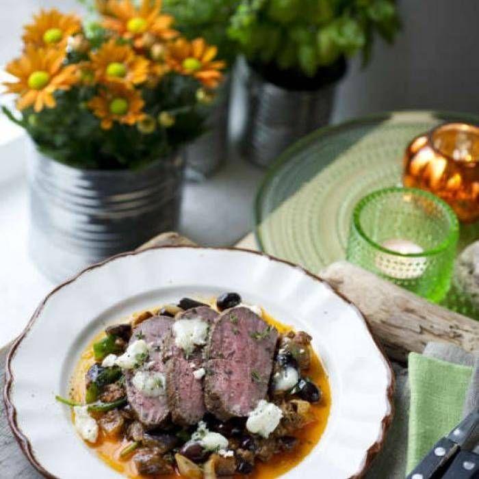 Lamminnanlår med aubergine, tomat, getost och oliver