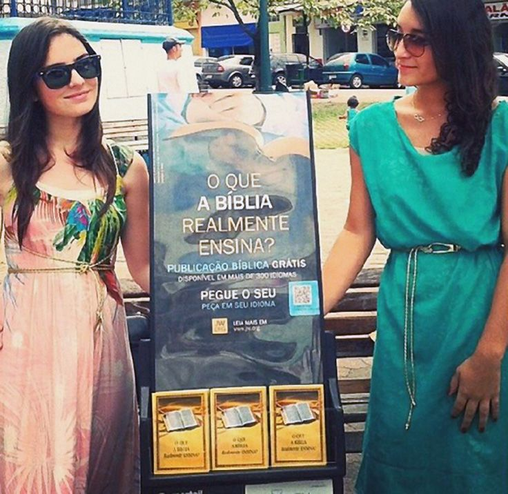 Brasil - Two sisters public witnessing with #literature_cart