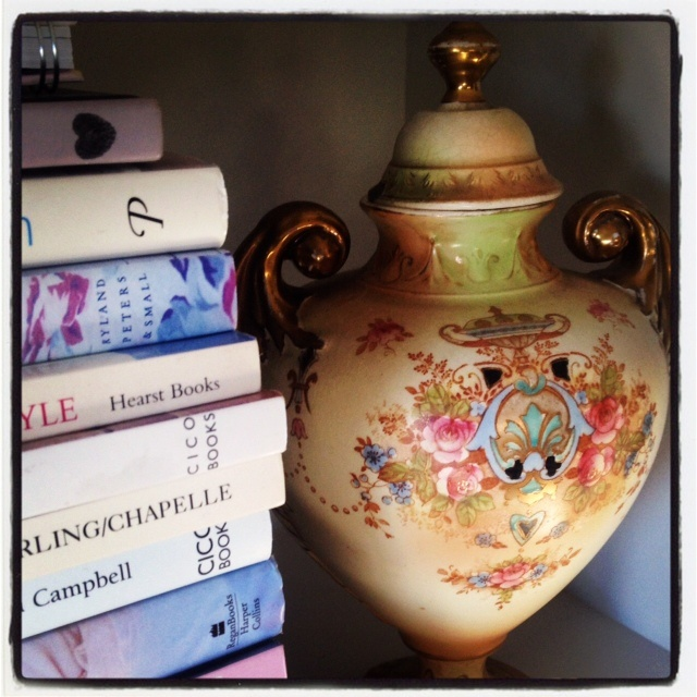 Summerbooks & my lovely antique urn :)