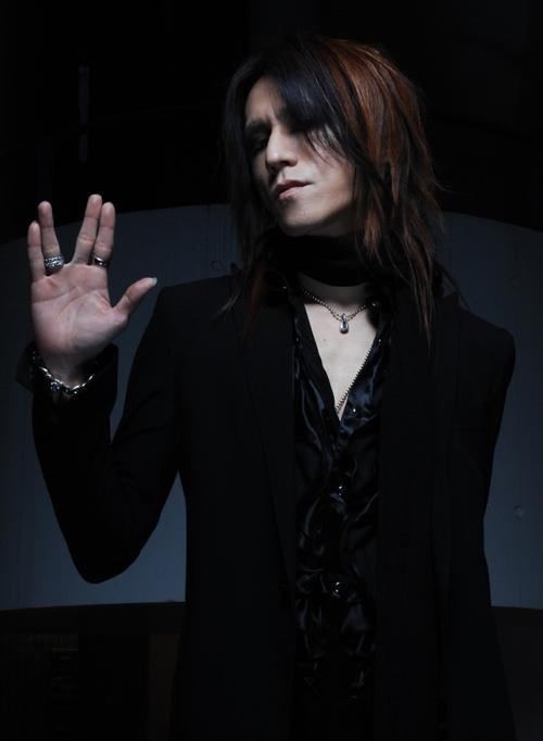 Where to begin with this man? Born Yūne Sugihara, is more commonly known by his stage name Sugizo. Former lead guitarist for Luna Sea. After several solo projects, Sugizo joined the trance world by becoming a member of Juno Reactor in 2007. 2009, he officially joined the group X Japan.