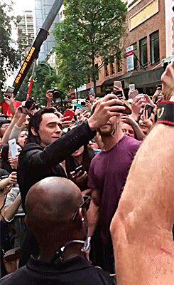 Tom Hiddleston and Chris Hemsworth with fans in Brisbane, Australia (23.08.2016). Videos: https://twitter.com/9NewsBrisbane/status/767963046929063937 & https://twitter.com/amyprice21/status/767962883653193728