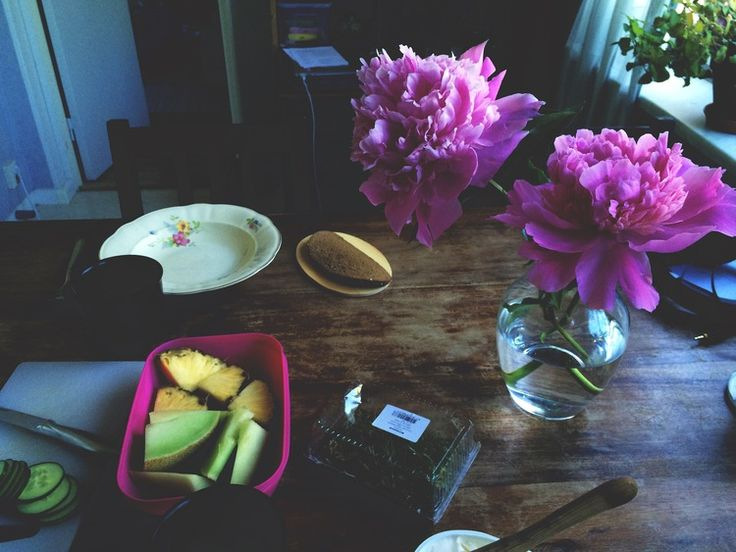 Kitchen.  #kitchen #china #flowers #peony #breakfast #plates #cereal #fruit