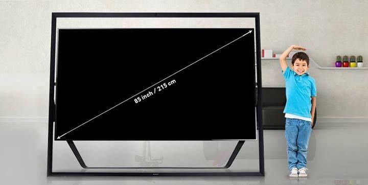 12 boxe încorporate, 8 milioane de pixeli, 85 de inci. El este Samsung UHDTV și toată lumea vrea să se măsoare cu el