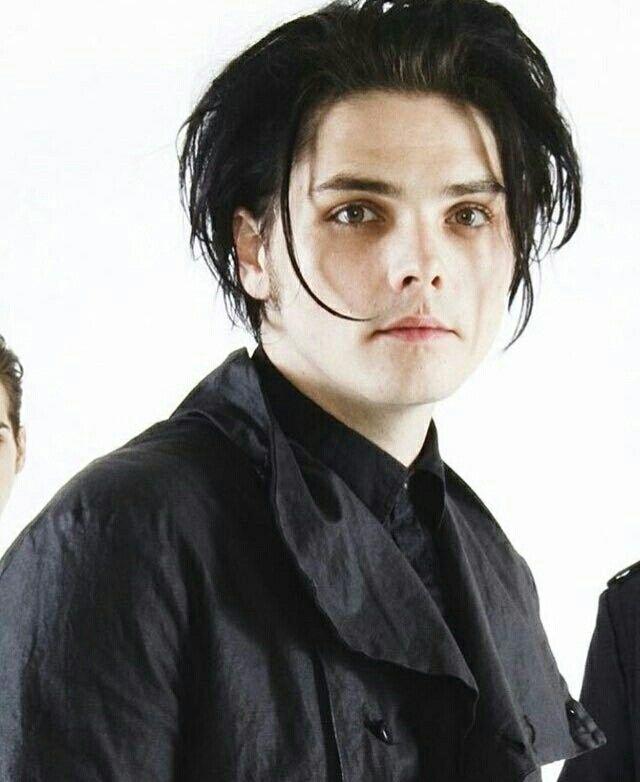Gerard Way, black hair; MCR, My Chemical Romance; photo ...