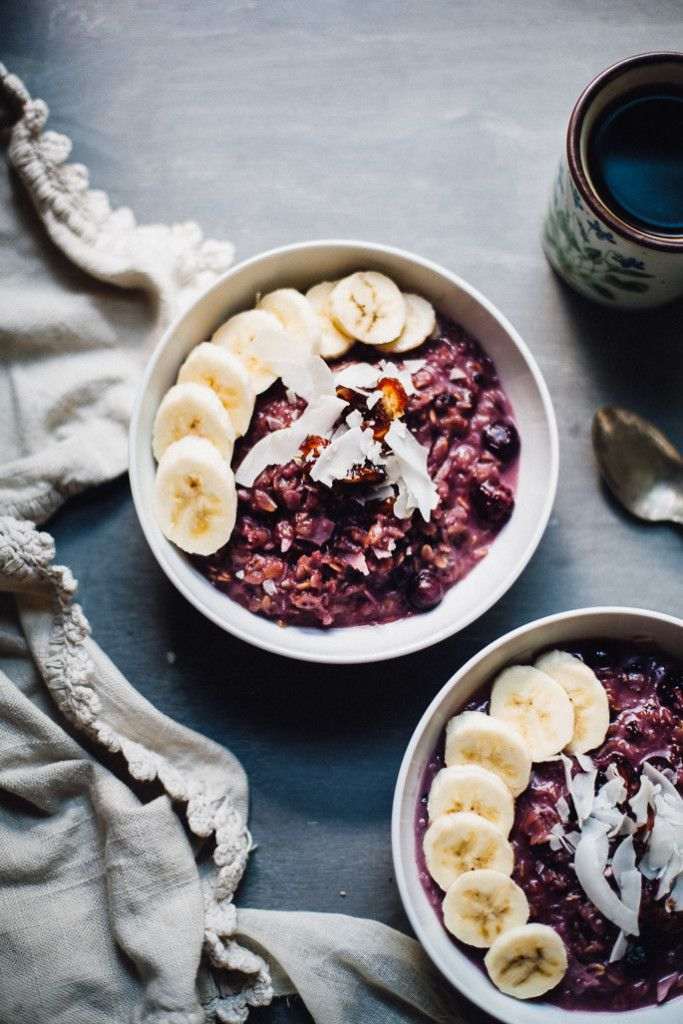 Toasted Berry Coconut Oatmeal//