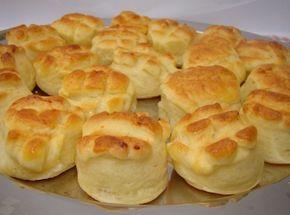 Burgonyás pogácsa recept II.: Egyszer, és kiváló házi burgonyás pogácsa recept! Próbáljátok ki! ;) http://aprosef.hu/burgonyas_pogacsa_recept_ii