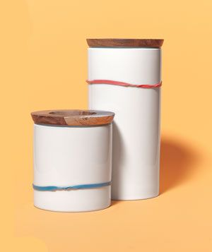 Rubber Band as Canister Measure: Stretch a rubber band around an opaque container. Each time you scoop out the flour or coffee, move the band down to mark the supply level. No need to lift the lid while making your grocery list—you can see how much is left in a snap.: Baking Supplies, Opaqu Canisters, Old Things, Clever Repurpo, Rubber Bands, Supplies Levels, Levels Markers, Clever Ideas, Canisters Measuring