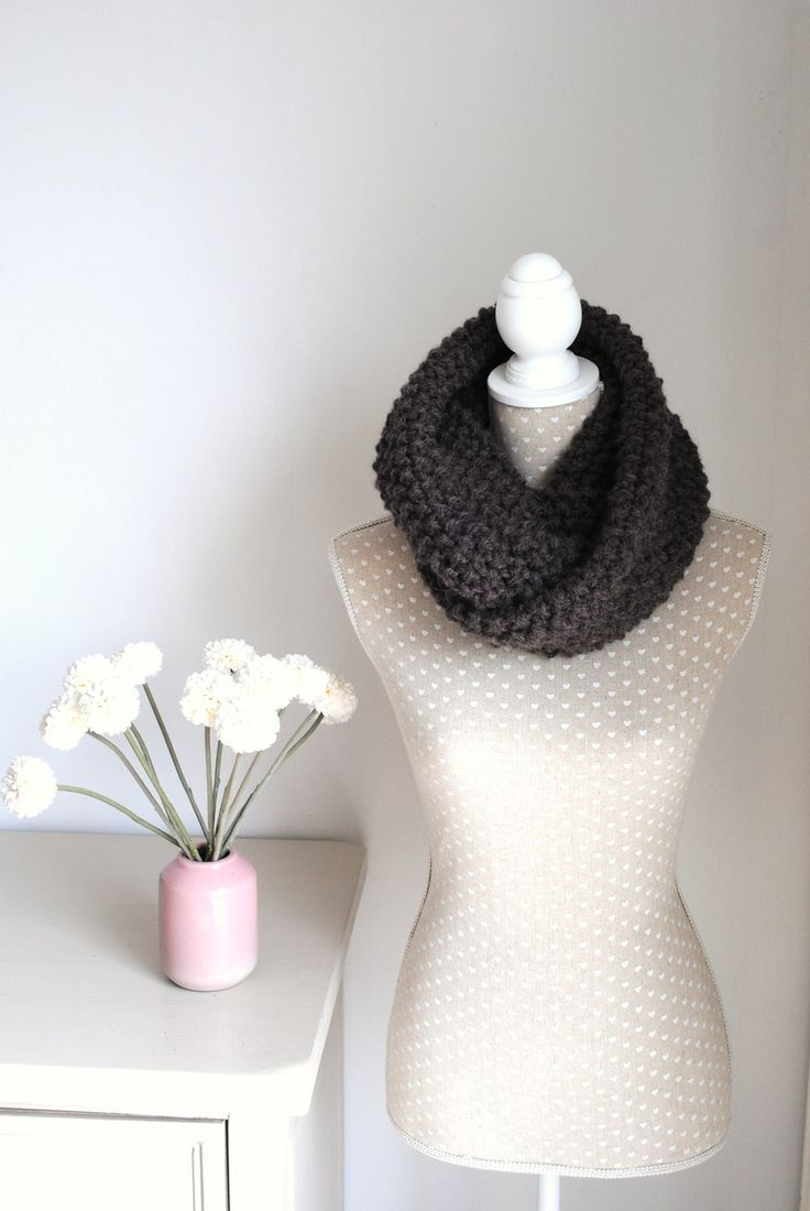 Snood, tour de cou laine tricoté au point riz, grosses mailles. : Echarpe, foulard, cravate par lescreationsdegaelle