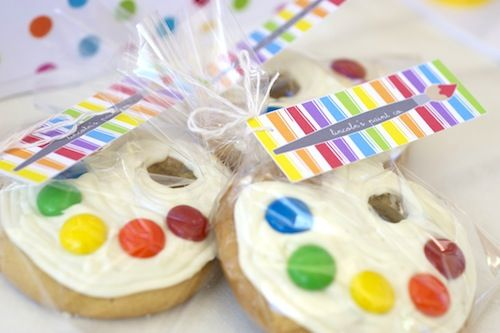 @Erin Dorman  I knew I had seen them somewhere.  They look cute any easy!  Art palette cookies for art-themed party. #Birthday #Party #Cookies