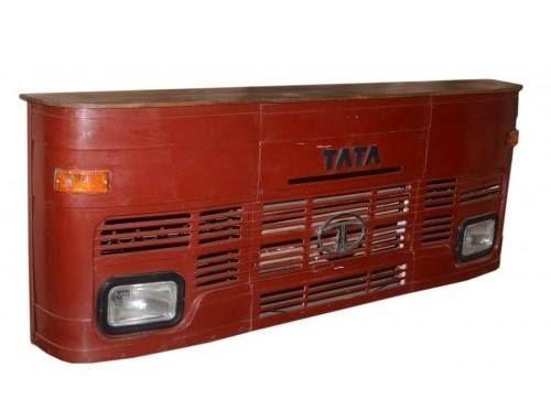 Coś dla fanów samochodów i dobrych trunków. Indyjski bar z drewna i metalu imitujący maskę samochodu: http://bit.ly/1SHogC9 W sam raz do domu oraz pubu.