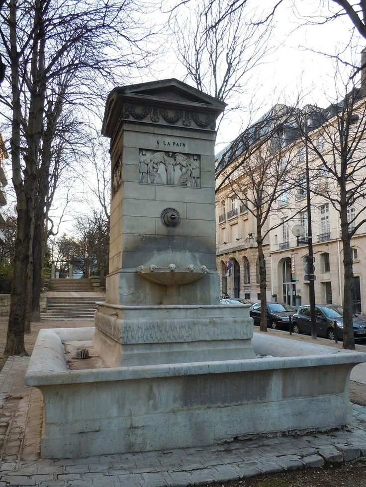 Fontaine de la Paix (et des Arts), située allée du Séminaire, face au 86 rue Bonaparte Paris VIème depuis 1935.(P sur le plan) Elle se trouvait originellement place Saint-Sulpice Paris VIème où elle fut remplacée par la fontaine Saint-Sulpice, inaugurée en 1847.L'une des 15 fontaines du décret de Saint-Cloud (2 mai 1806)