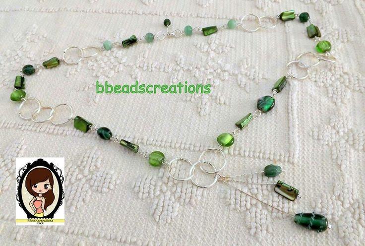 Collana con perle in vetro e madreperla sui toni del verde