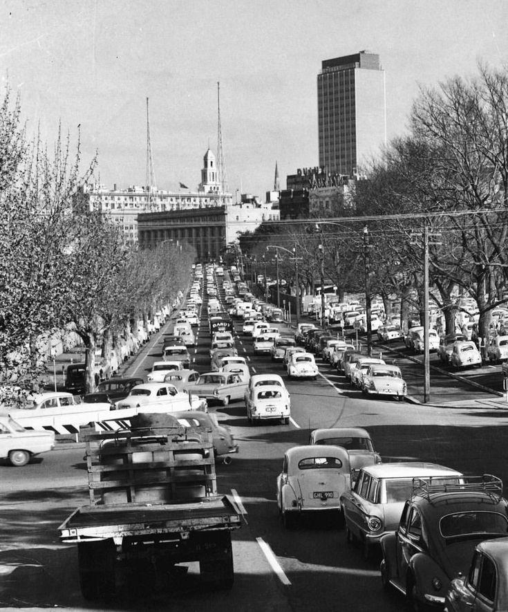 1962- City bound traffic on Wellington Pde