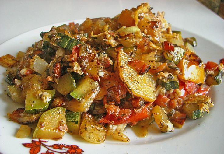 Mediterrane Bratkartoffeln***** sehr lecker. Bei mir kommt immer das Gemüse rein, was da ist (z.B. Pastinaken, Fenchel, Lauch, Karotte, Paprika). Dazu gibt's Salat und eine Schmand-Joghurt-Schnittlauchsosse.