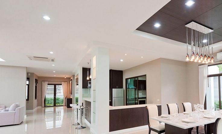 Réalisation de plafond tendu. Cette solution permet d'habiller votre intérieur en le rendant plus chaleureux. #plafond #deco #salon