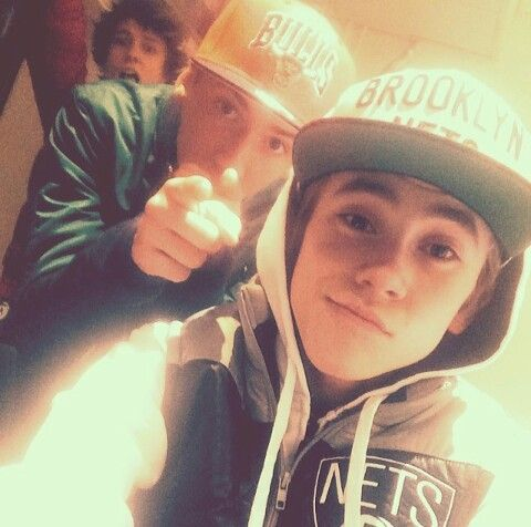 Felix Sandman and Ogge Molander. - Do u se Oscar E. in the background.. haha??
