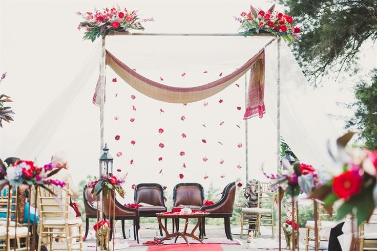 Jewish chuppah + Indian mandap for a fusion look