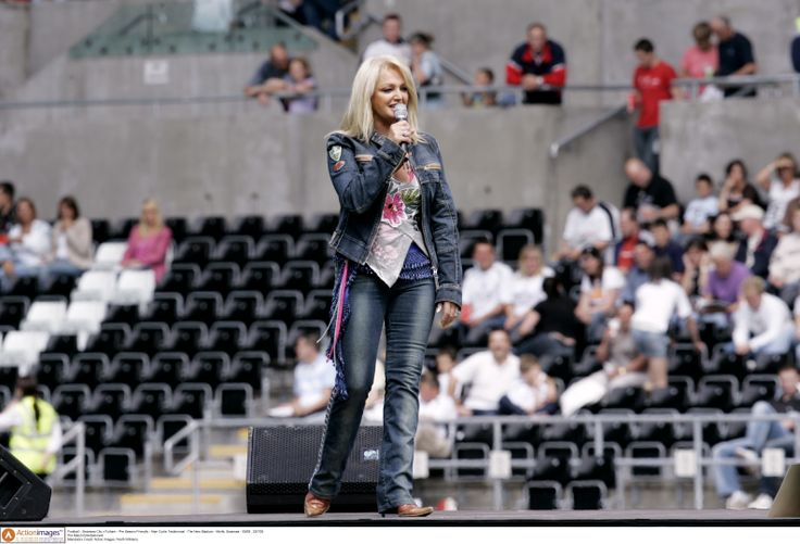 #bonnietyler #rugbymatch#singing