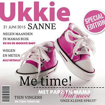 Een originele editie van ukkie magazine! Dit geboortekaartje voor een meisje heeft een magazine look en is voorzien van twee roze gympen op de cover.