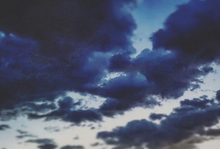 Il cielo.  Poi oltre solo l'iperuranio  #buongiornocosì #buongiornomondo #cielo #nuvole #alba #sky #clouds #sunrise