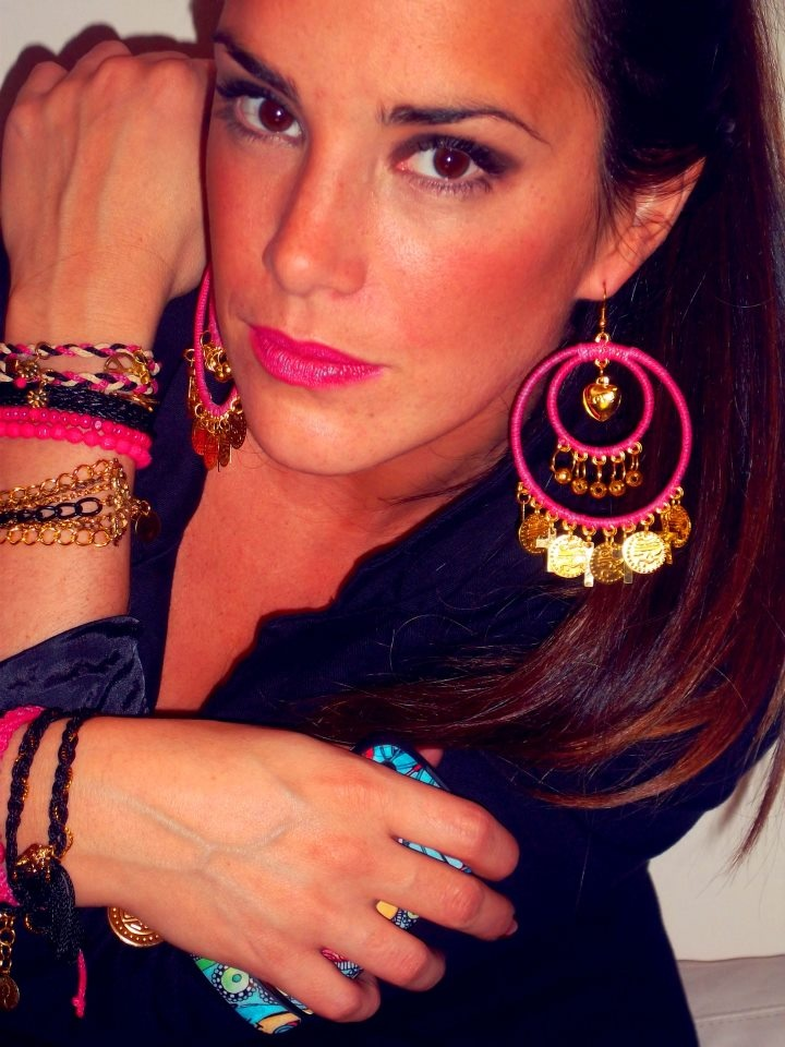 Aros Gina y muchas pulseras!  #summer #style #earrings #fashion #accessories #jewelry #mode #look #fashionaccessories #luxjewelry #bracelets