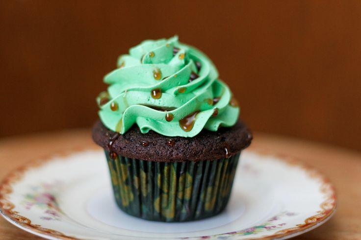 Ah la folie des cupcakes... Cet engouement a littéralement contaminé l'Irlande, qui aime revisiter le cupcake dans tous les sens ! Cupcake chocolat, cupcake à la fraise... il existe même de nombreuses recettes de cupcakes pour la Saint Patrick ! Une excuse gourmande pour fêter le 17 mars !