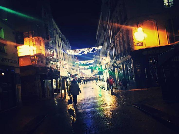 31 12  ... les rues de Paris se vident ... 2017 qui s'en va #ruedemontorgueil @ICPHOTOS