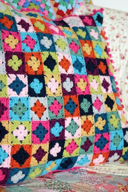 256 best Crochet cushions images on Pinterest | Crochet pillow ...