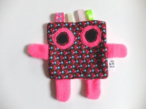 Doudou  Doudou rose en tissu polaire et en coton  Doudou