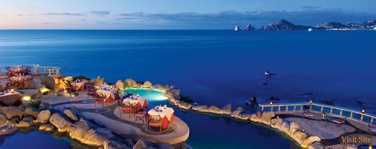 This is the Sunset De Mona Lisa, a fine Italian restaurant in Cabo San Lucas. It doesn't get any more romantic or beautiful than this. Can't wait to dine here! <3
