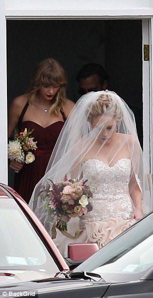 Jfk granddaughter tatiana schlossberg marries over weekend for Tatiana schlossberg wedding dress