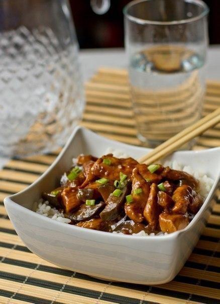 Курица с баклажанами по-китайски - Kurkuma project (Проект Куркума) С этим рецептом курицы с баклажанами по-китайски вам обеспечен взрыв эмоций и невероятные вкусовые ощущения, привнесите в свою жизнь немного экзотики и восточного колорита.  И не стоит пугаться немного длинного списка ингредиентов, ведь, по сути, в этом рецепте нет абсолютно ничего сложного, стоит только начать, и уже через 40 минут у вас на столе будет стоять отличнейшее блюдо.