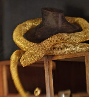 Object Kobra: geflochtene Schlange aus mit Gold überzogenem Silberdraht von Antonio Bernardo