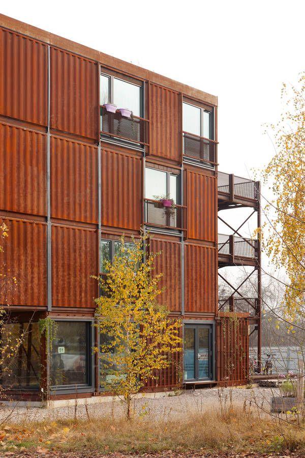 Pueblo Estudiante Frankie & Johnny en Berln por Holzer Kobler  Architekturen. Container ArchitectureContainer BuildingsContemporary  ArchitectureSea ...