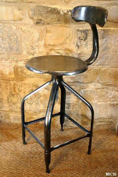 Chaise de type industriel vers 1950, en acier brut brossé, réglable en hauteur, idéal pour tabouret de table à dessin ou de bar
