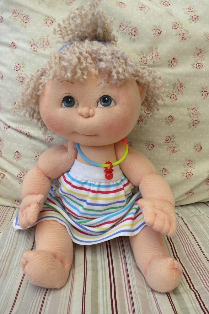 Cecilka je cca 30cm veliká, s láskou ušitá panenka z bavlněného úpletu, vlásky z vlny ručně všívané, měkoučká. Barvy jsou zažehleny, můžete šetrně vyprat...  Více o vzniku mých panenek v mém profiluhttp://www.fler.cz/danah1