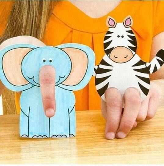 Crafts paper on children's fingers | PicturesCrafts.com