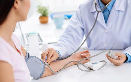 V štúdiách bol dokázaný ľahký, ale významný pokles krvného tlaku o 10-15 mm Hg pomocou arginínu.