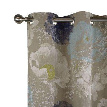 Un joli rideau en lin imprimé d'une brume bleu nuancée de pétales blanches pour créer une ambiance féminine et printanière. Idéal pour la décoration. Finition oeillets, ruflette ou plis flamands.