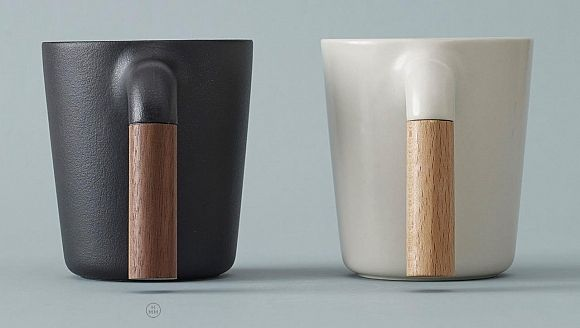 Ceramic Coffee Mug with R-Shaped Wooden Handle
