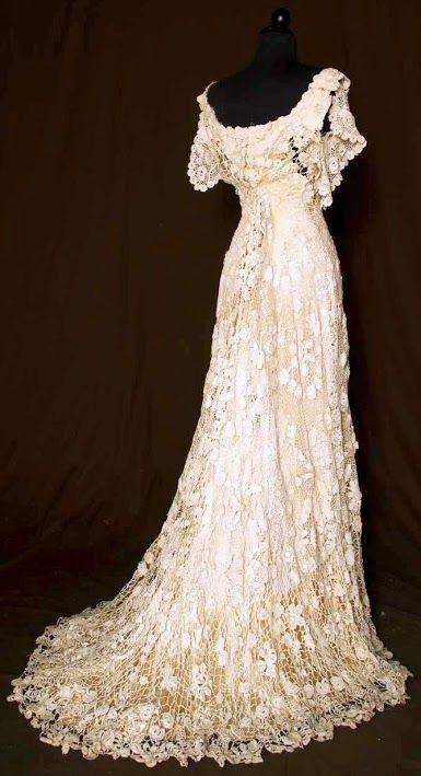 Trained Irish Crochet Gown - back - c. 1908 - Augusta Auctions - @~ Mlle