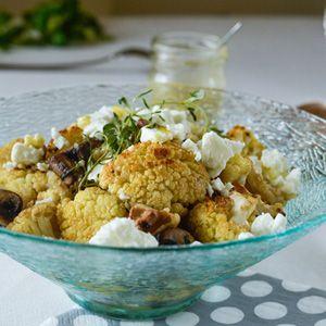 Quinoa ist gesund und obendrein sehr lecker. In der Kombination mit Blumenkohl, Pilzen, Käse und Nüssen ist es ein wahrer Hochgenuss. Perfekt für Gäste.
